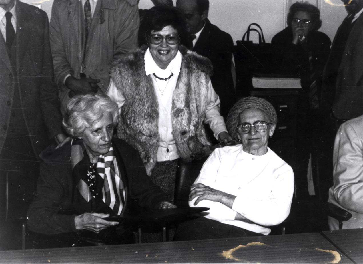 Vera Andeselic (left) and Natalija Dimkic (right). In the middle, standing, is the survivor - Sonja Lunginvonic