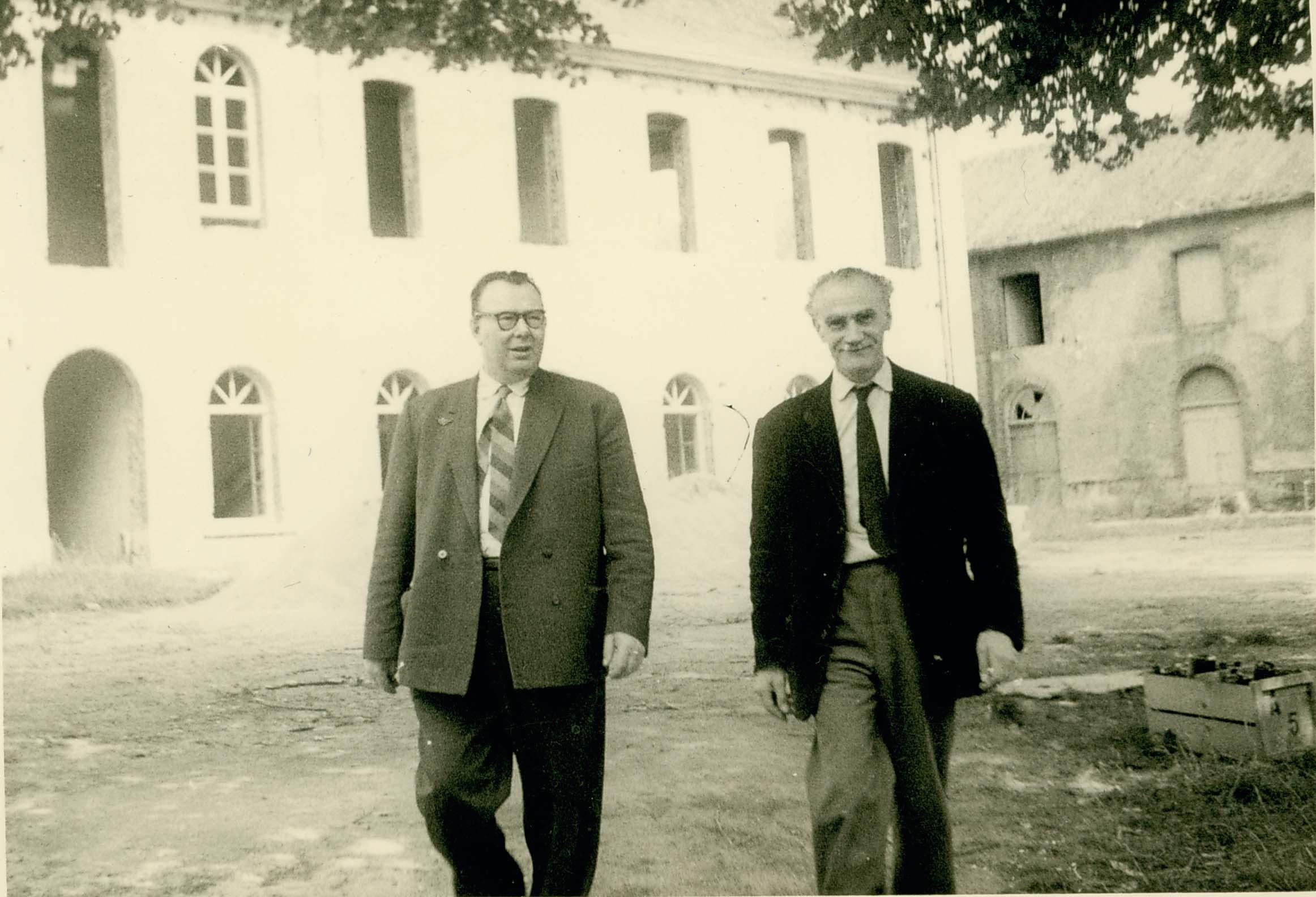 Gilbert Lesage, Chateau de Charbonniere, 1950