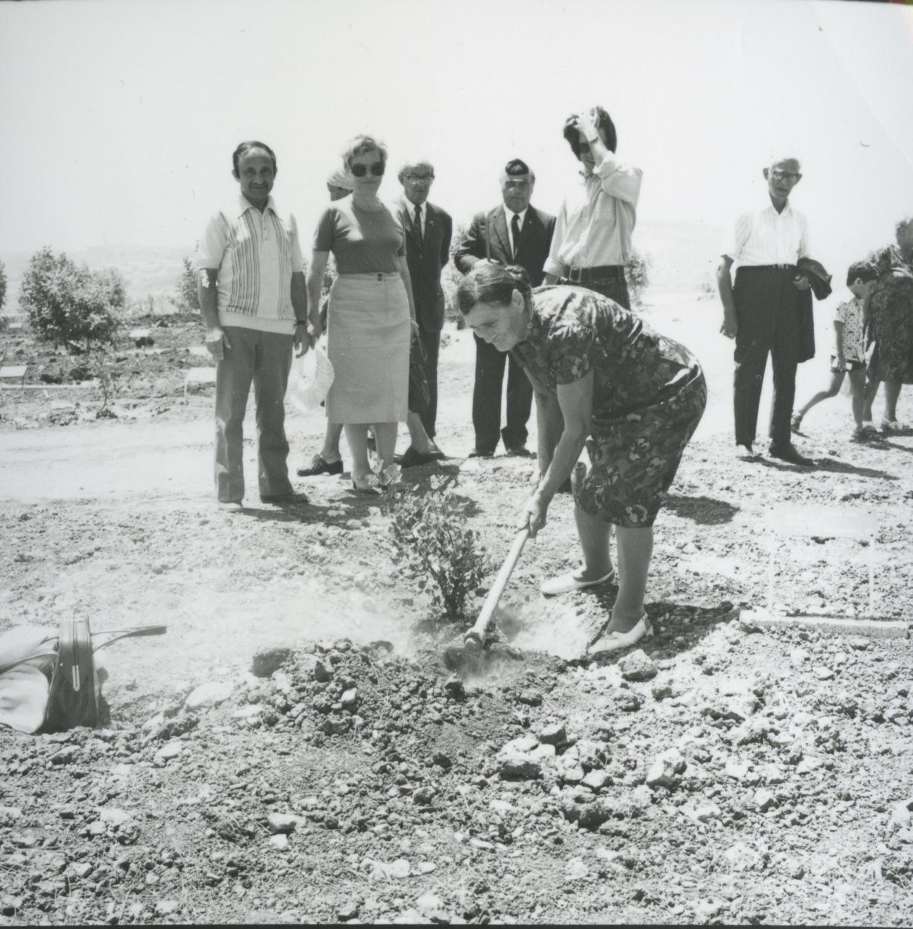 Tree Planting Ceremony in Honor of Wanda Pisula. Yad Vashem. 25.08.1976
