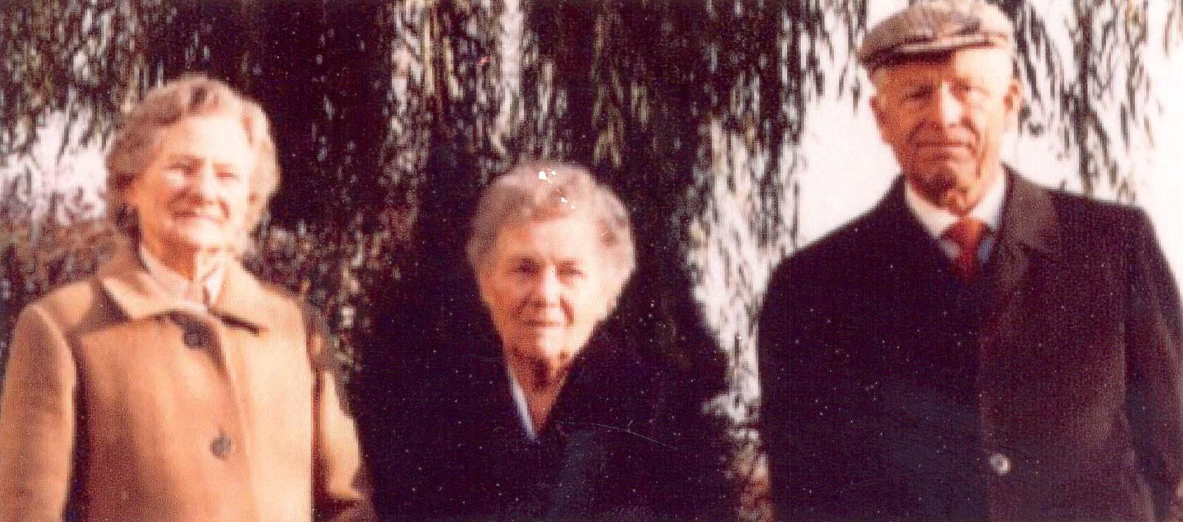 Left to right : Rizzetto Carlotta's sister , Rizzetto Carlotta and her brother-in-law , 1990