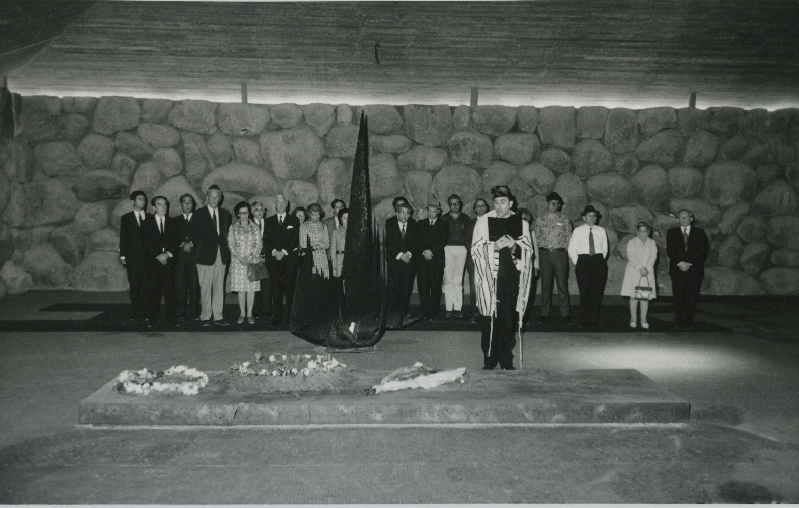 Ceremony in Honor of Sara Salkahazi in the Hall of Remembrance. Yad Vashem, 02.04.1972